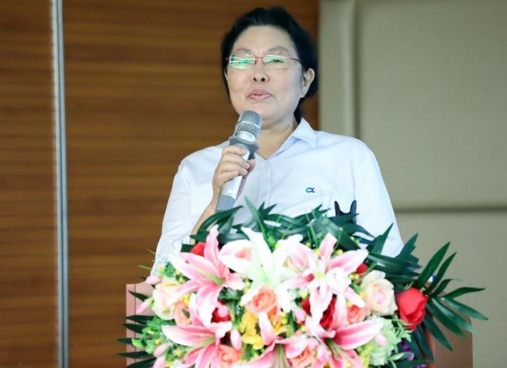 3张小华女士副总裁